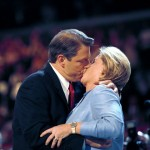 Vice President Al Gore kisses his wife Tipper Gore